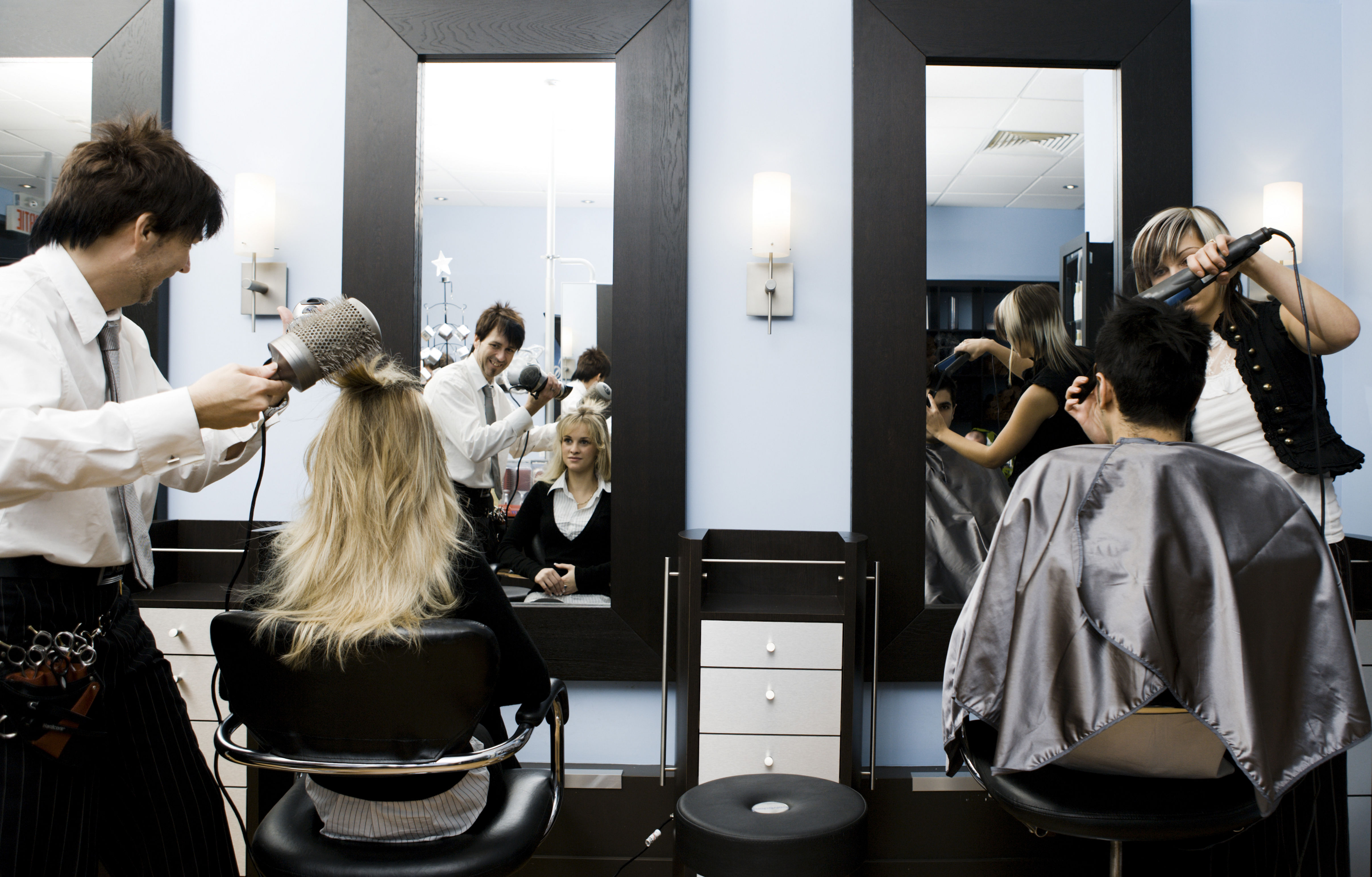 How to choose a beauty school or cosmetology school for Academy beauty salon