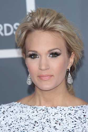 Look-like-carrie-underwood